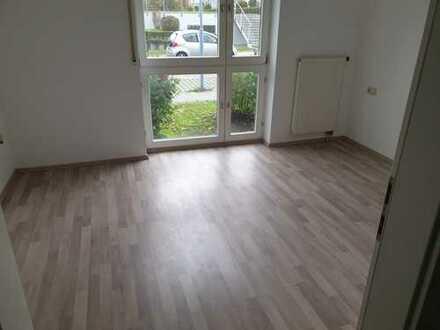 Schöne 2-Zimmer-Erdgeschosswohnung mit Balkon und Einbauküche in Laupheim