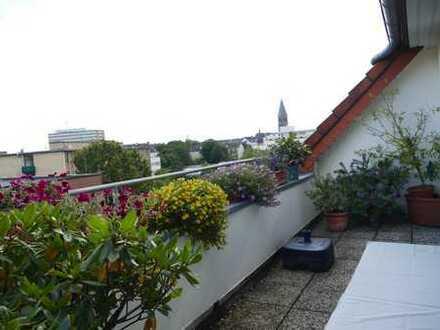 Sehr schöne, große 2 Zi. Maisonette Wohnung mit Dachterrasse in Bilk.