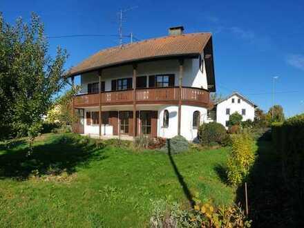 Geräumiges Einfamilienhaus mit großem Grundstück und Einliegerwohnung in Hörlkofen