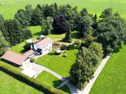 Ehemaliges Herrenhaus mit über 10.000 m² Grundstück