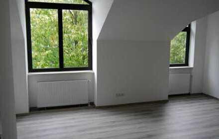 Große Familienwohnung über zwei Etagen! Komplett modernisiert!