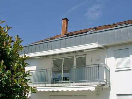 POCHERT IMMOBILIEN - Wunderschöne 4-Zimmer-Wohnung mit Sonnenbalkon und Gartenanteil