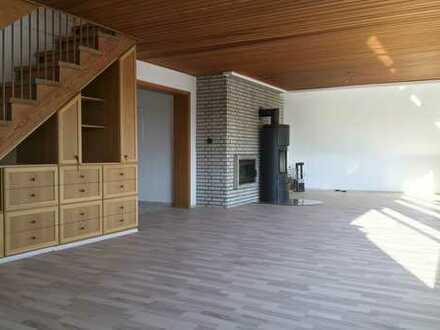 Großzügige Dachgeschoss-Maisonette im Grünen mit viel Platz, ideal für Paare und Familien