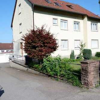 Neu renovierte 3 Zi.- DG Wohnung mit neuer EBK,Gartenmitbenutzung sowie Einzelgarage in Merklingen