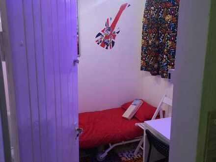 EGBT UG1 Z1 gemühtliches Zimmer möbliert mit TV + WLAN (120tsd)