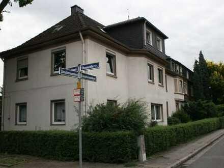 Haus im Haus in prächtiger Baum-Allee am grünen Emscherpark in Essen Karnap