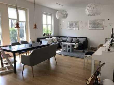 Perfekte Familien-Wohnung mit großem Garten und Top-Ausstattung
