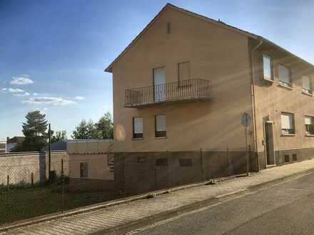 Attraktives Doppelhaus mit Baugrundstück in Kottweiler-Schwanden