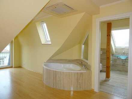 EINZIGARTIGE & EXKLUSIVE MAISONETTE: 3 Balkone | EBK | Kamin | Klimaanlage