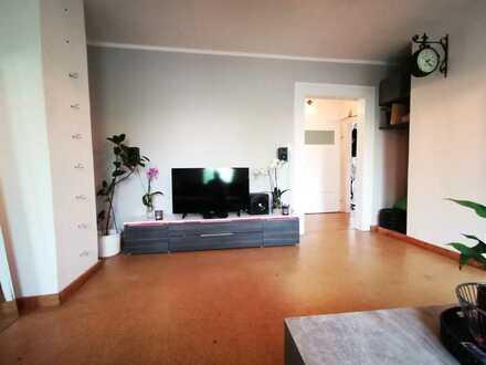 WG Zimmer in schöner Wohnung mit Wohnzimmer
