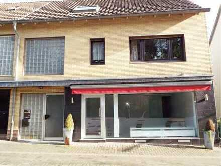 Kleines, helles und modern ausgestattetes Ladenlokal an frequentierter Straße in BGL-Hebborn