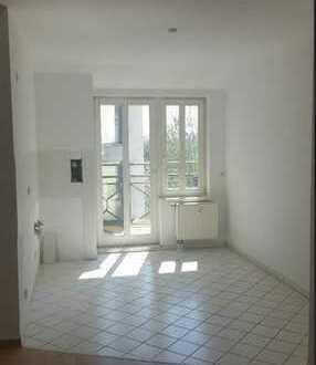 ***Bezugsfrei, helle 2 R Wohnung mit Lift und Balkon***