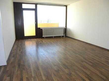 Schöne Wohnung mit modernem Bad und Loggia!