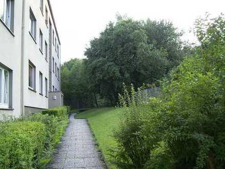 Günstige Dachgeschosswohnung in ruhiger Stichstraße