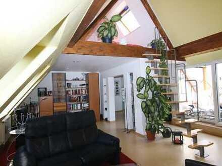 Traumhafte Dachgeschosswohnung mit Galerie und Loggia