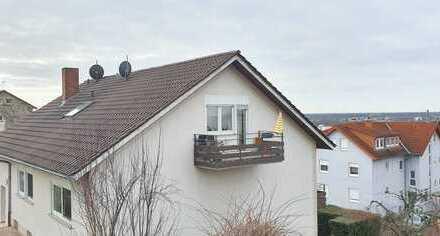 Gemütliche 2-Zimmer-Dachgeschosswohnung mit Ausblick über die Rheinebene