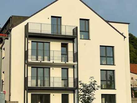Erstbezug nach Kernsanierung: ansprechende 3-Zimmer-Dachgeschoss-Wohnung mit großem Balkon