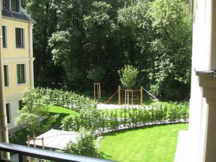 Lehel/Eisbach/Englischer Garten - schöne 3 Zi. Parkett Whg. mit Balkon, EBK u. 2 Stellpl.