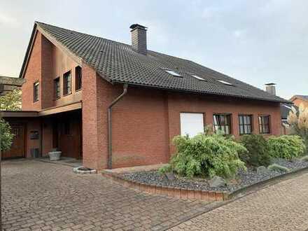 Geschmackvolles Einfamilienhaus mit zwei Einliegerwohnungen und Garage in schöner Wohnlage!