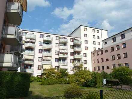 Komfortable Wohnung mit kl. Dachterrasse und EBK in bester Citylage an der Spree