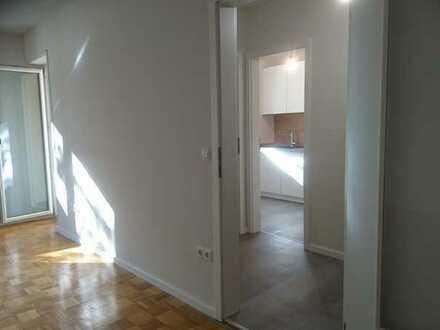 Exklusive, sanierte 1,5-Zimmer-Hochparterre-Wohnung mit Balkon und Einbauküche in Erlangen