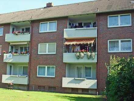 Erdgeschosswohnung mit Balkon sucht nette Mieter.