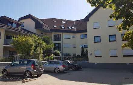 Helle, gepflegte Maisonette-Wohnung mit Balkon, Stellplatz und Garage zu verkaufen!