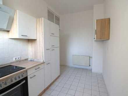 Schöne Wohnung, neue Einbauküche, verkehrsgünstig, renoviert, sofort frei
