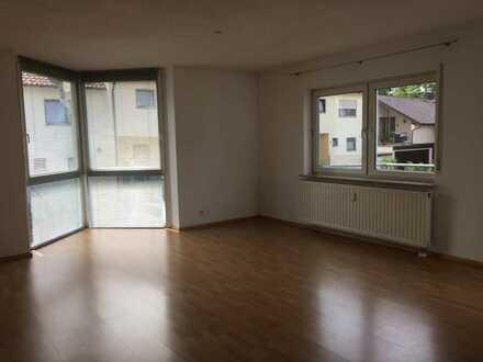 Freundliche, lichtdurchflutete 2-Zimmer-Wohnung mit Balkon und EBK in Freiberg am Neckar