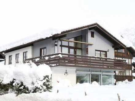 Den Bergblick inklusive - Geräumiges Zweifamilienhaus