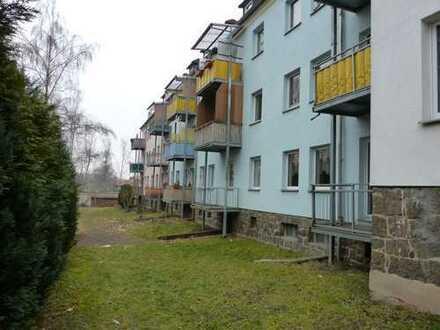 Behindertengerechte, renovierte 2-Zimmer-Hochparterre-Wohnung mit Balkon in Ronneburg