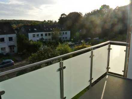 Sehr schöne Maisonette Wohnung mit großem Balkon , modernen Bädern, Garage und Stellplatz !