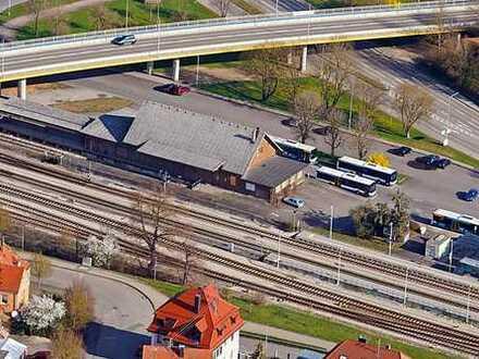 Grundstück mit Güterhalle und Aufenthaltsgebäude