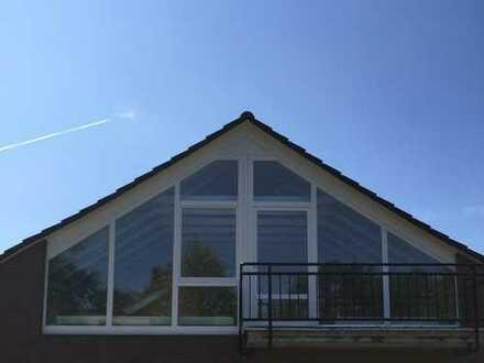 Neuwertige 5-Zimmer-Dachgeschosswohnung mit Balkon und Einbauküche in Münster