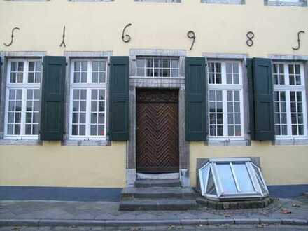 Charmante Altbauwohnung in der Altstadt