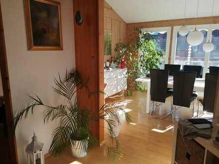 Lichtdurchflutete 4,5-Zimmer-DG-Wohnung mit Balkon und Einbauküche in Gärtringen