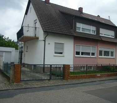 Doppelhaushälfte mit schönem Grundstück