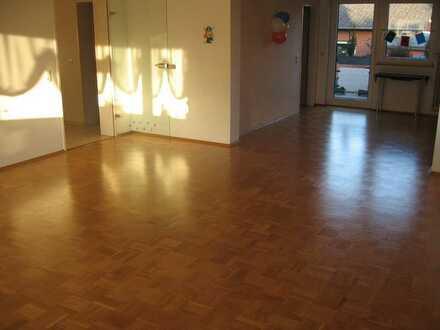 Glessen: helle und ruhige EG-Wohnung mit Südterrasse, Balkon und Domblick