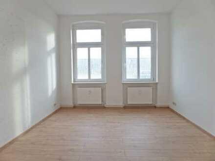 Große Familienwohnung, 5-6 Zimmer, schickes Laminat, 2 Tageslichtbäder mit Wanne