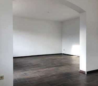 Vollständig renovierte 3,5-Zimmer-Wohnung mit Balkon und EBK in Brühl