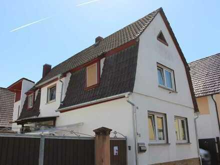 Rülzheim: Einfamilienhaus mit Innenhof (Option mit Scheune)