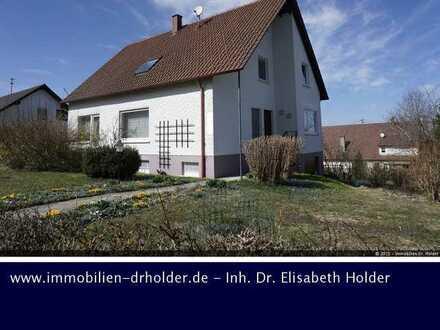 Attraktives Haus mit Einliegerwhg., Balkon, Garage & Garten mit Hundezwinger!