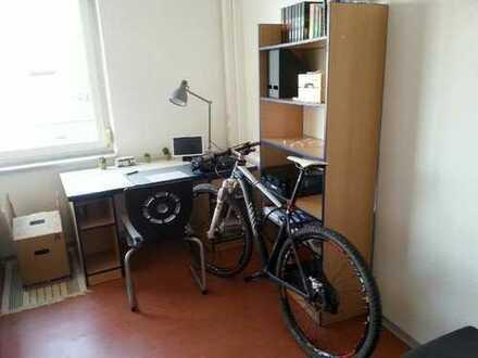 Zimmer in 6er-WG (Studentenwohnheim) zur Zwischenmiete.
