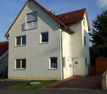 Haus im Haus: Großzügige Hauptwohnung über 3 Ebenen in freistehendem Zweiparteienhaus