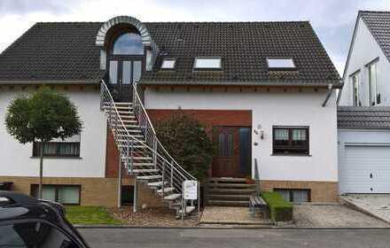 Eigentumswohnung im Zweifamilienhaus plus Einliegerwohnung und Garten