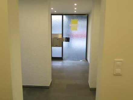 ** Großzügige, renovierte Büro- oder Praxisräume **