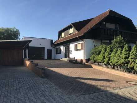 Freistehendes Wohn- und Geschäftshaus für Gewerbetreibende mit sehr großem Grundstück und Garten