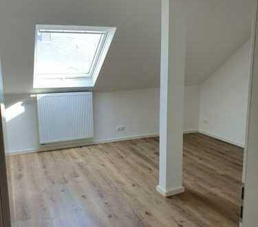 3 Zimmer, Wohnküche, großes Tageslichtbad, Erstbezug nach Sanierung, WG geeignet