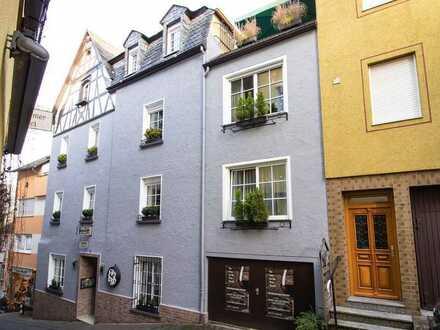 Beliebtes B&B mit 3 Wohnungen, 5 Gästezimmern, Garage und Terrasse im Herzen der Altstadt von Cochem