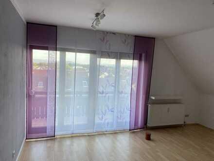 Gepflegte 2-Raum-Dachgeschosswohnung mit Balkon und Einbauküche in Rheinstetten-Mörsch